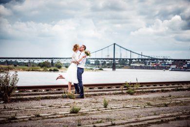 Brautpaar an der Rhine Side Gallery